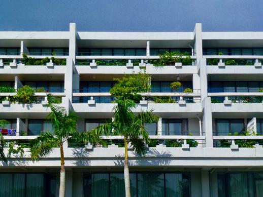 沖縄の名建築のひとつ「ホテル・ムーンビーチ」1975年築