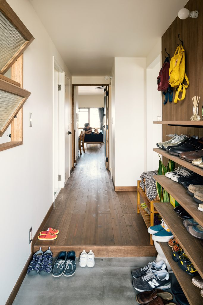 tola_ent,shoes